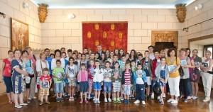 Elevii-Scolii-Gimnaziale-Principele-Radu-in-vizita-la-Palatul-Elisabeta-11-iulie-2014-foto-Daniel-Angelescu-c-Casa-MS-Regelui-11-300x158