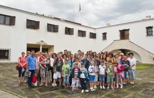 Elevii-Scolii-Gimnaziale-Principele-Radu-in-vizita-la-Palatul-Elisabeta-11-iulie-2014-foto-Daniel-Angelescu-c-Casa-MS-Regelui-13-300x191