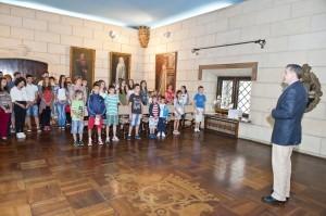 Elevii-Scolii-Gimnaziale-Principele-Radu-in-vizita-la-Palatul-Elisabeta-11-iulie-2014-foto-Daniel-Angelescu-c-Casa-MS-Regelui-7-300x199