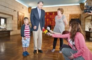 Elevii-Scolii-Gimnaziale-Principele-Radu-in-vizita-la-Palatul-Elisabeta-11-iulie-2014-foto-Daniel-Angelescu-c-Casa-MS-Regelui-81-300x197